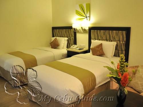 Diamond suites and residences room prices my cebu guide - Diamond suites cebu swimming pool ...
